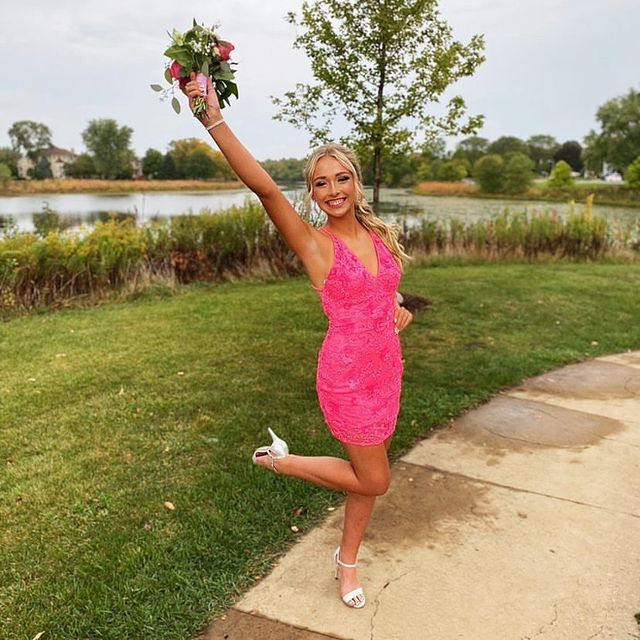 Hannah is all glammed for Homecoming in this Primavera Hot Pink dress! ??? thank you for letting us share ?? #peachesboutique #peaches #homecoming #homecomingdresses #primavera #glam #fashion #love @primaveracouture @hannah.grenke