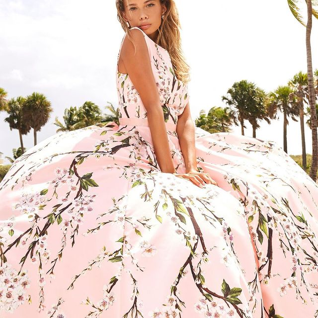 Channel your inner goddess of nature in this stunning floral print Sherri Hill dress 54380 ???? Happy Earth Day! ?? #peachesboutique #sherrihill #floralprint #dress #fashion #love #glam #gorgeous