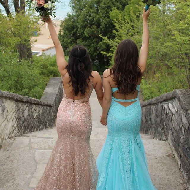 No better prom date then your best friend! ???? #peachesboutique #prom #fashion #dresses #love #bff #style #glam #fyp #socute