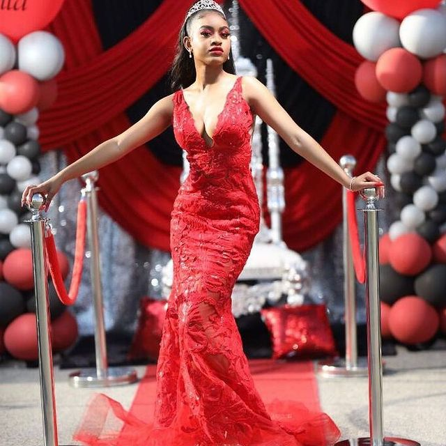 Lady in red @kaihla_ looks like royalty in her @jovanifashions prom dress from Peaches ???????? #peachesboutique #fashion #prom #love #weloveourcustomers #style #ladyinred #showstopper #jovanifashions